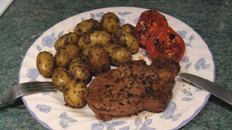 Rib eye med kartofler og tomat